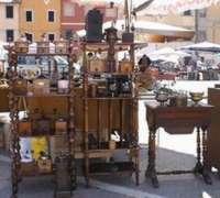 Mercato dell'antiquariato a Bientina Pisa